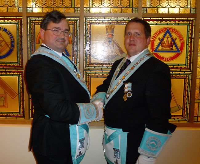 (l to r) Incoming WM, WBro Robert Beckett with his brother and SW, WBro David Beckett
